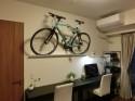 石膏ボード壁に自転車を壁掛け